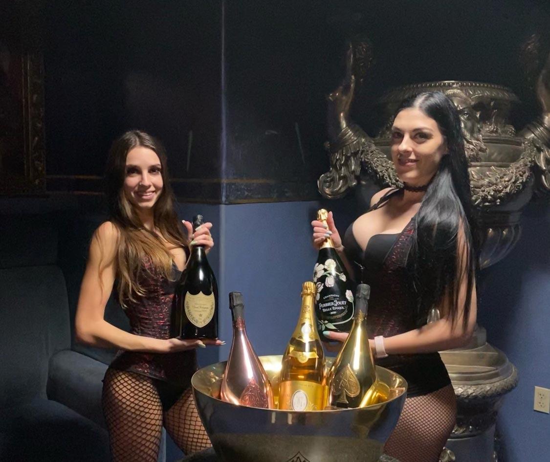 2-treasures-waitresses